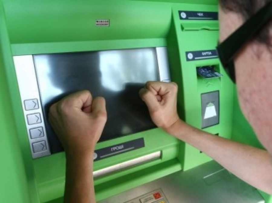 Российские банки меняют правила снятия наличных