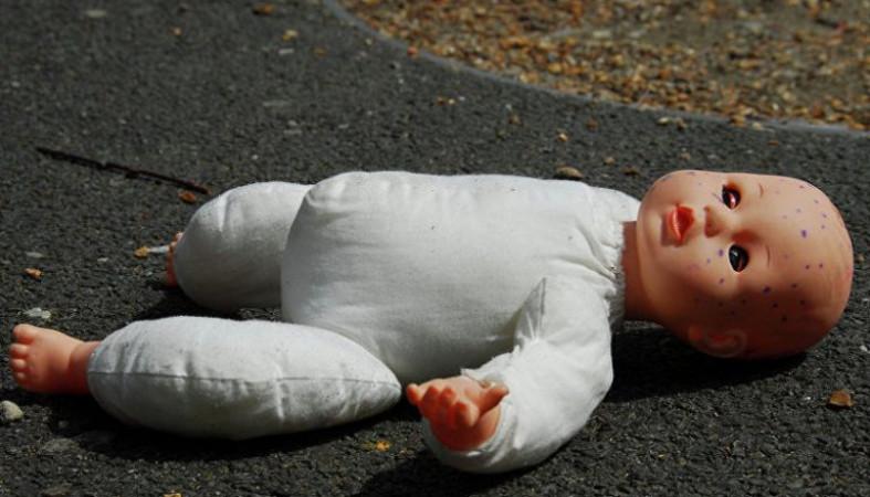 Младенца в пакете выбросили с пятого этажа дома в Петрозаводске