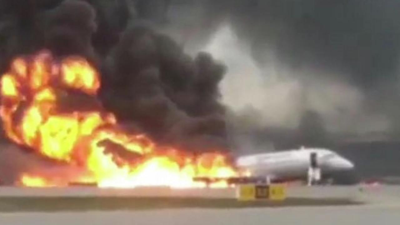 Десять человек погибли в результате ЧП с самолетом в Шереметьево (Видео)