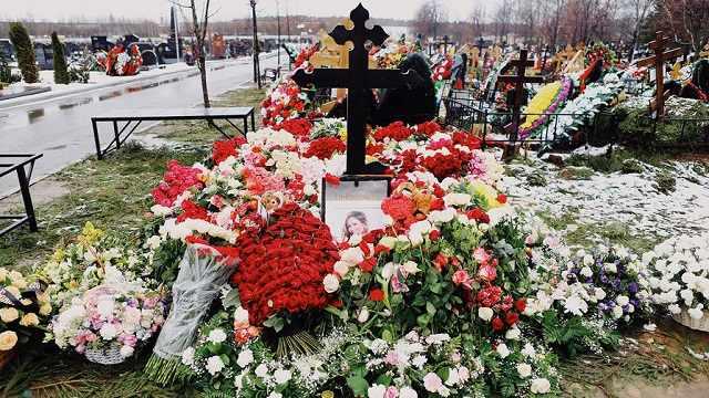 Вандалы осквернили могилу Юлии Началовой