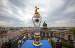 В Петербург привезли кубок чемпионов страны по футболу