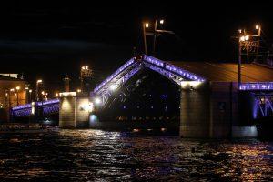 Дворцовый мост в ночь на 27 мая изменит график разводки