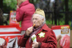 Майский холод: на площади Островского прошёл фестиваль мороженого