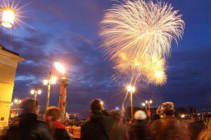 Огонь перед бурей: в Петербурге прошёл фейерверк по случаю Дня Победы