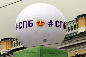 Спортсмены, барабаны и просто красавицы: как Петербург отметил 316-летие