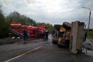 Машина МЧС столкнулась с трактором на Вознесенском шоссе