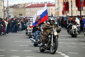 На Дворцовой площади торжественно открыли мотосезон