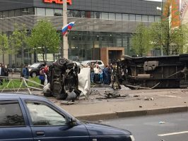 На Бухарестской улице произошла массовая авария, есть пострадавшие