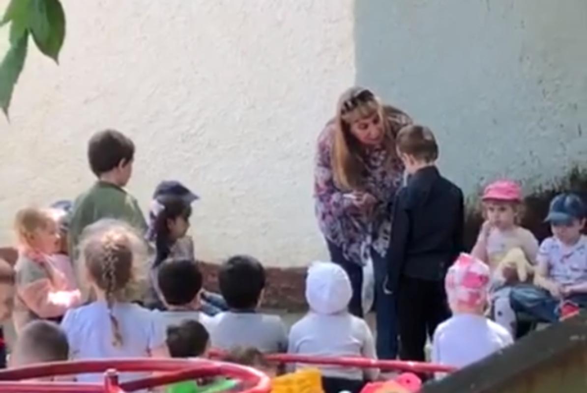 Заведующая краснодарским детсадом заставила южного ребенка целовать русскую землю