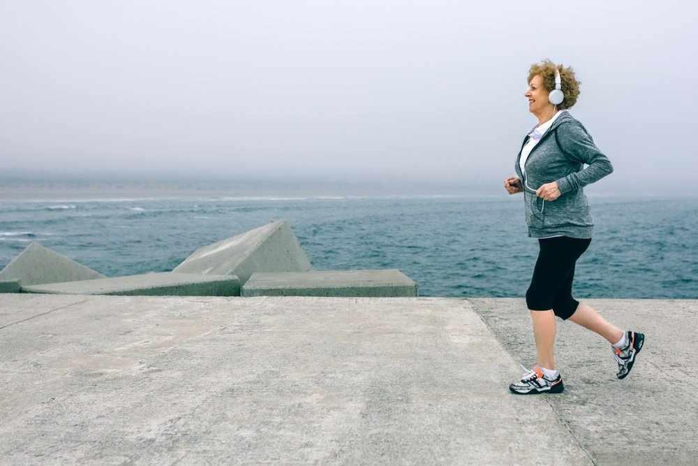Ученые выяснили, сколько нужно двигаться пожилым женщинам