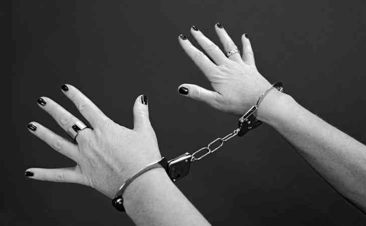 Мужчина почти 20 лет держал жену в заточении, приковав ее к кровати