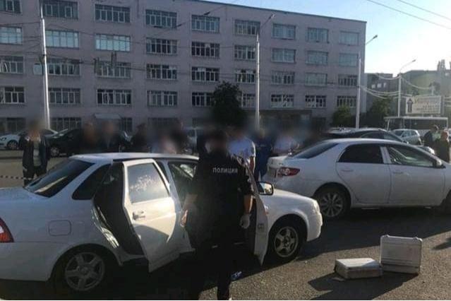В центре Уфы мужчина застрелил парня и ранил девушку