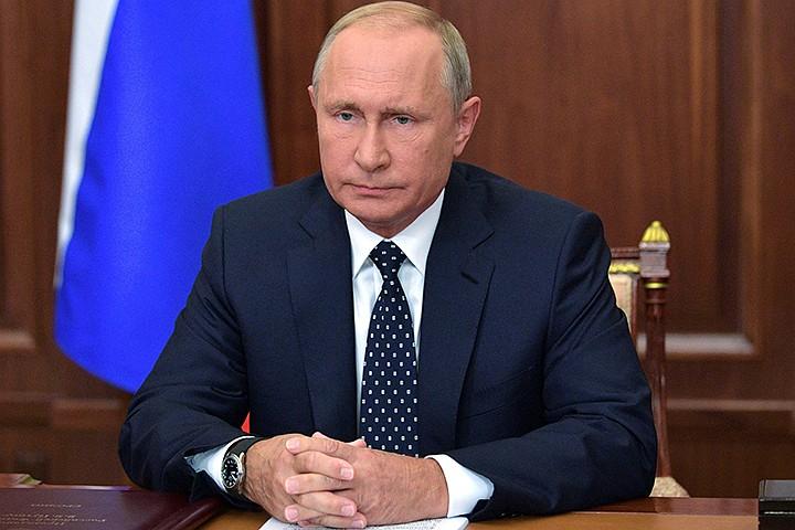 В России резко изменится стаж для пенсии после решения Путина