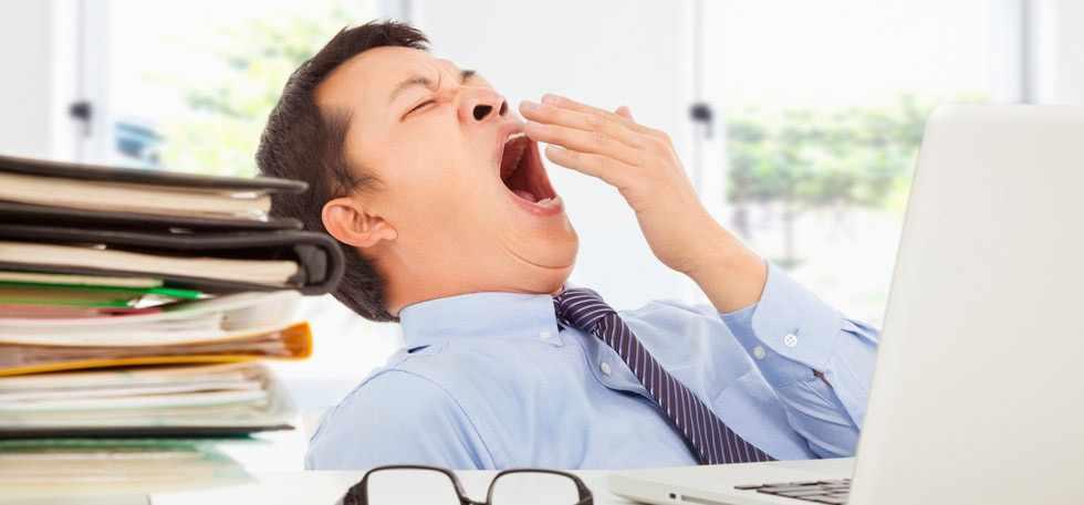 Стало известно, зачем люди зевают и как это связано с жарой