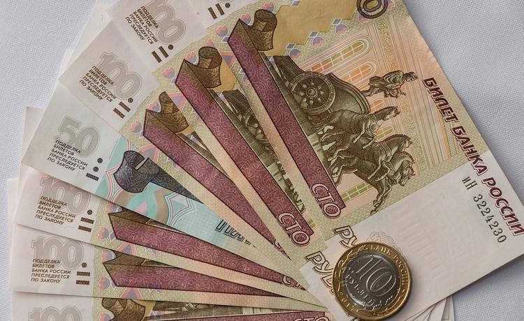Кому в России с 1 июля увеличат ежемесячные выплаты