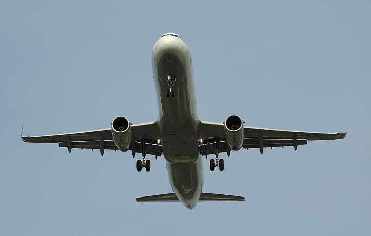 Из летящего самолета выпал труп