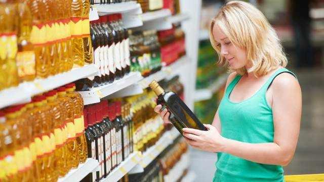 Названы три масла, помогающие убрать жир на животе