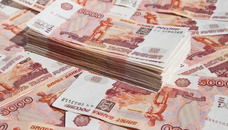 Укравшая 41 млн рублей кассир сбежала из России