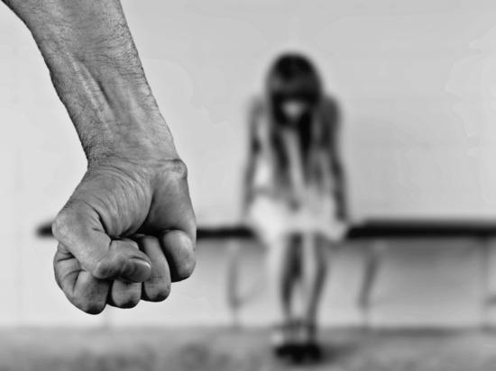 Мать и отец в Ленобласти изнасиловали свою дочь