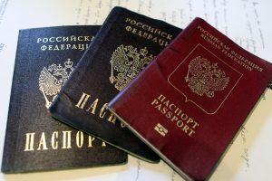 Выдачу бумажных паспортов в России прекратят в 2022 году