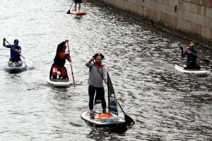На Фонтанке доску плыл: в Петербурге прошёл фестиваль SUP-серфинга