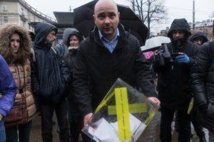 Суд отказался снимать Пивоварова с выборов
