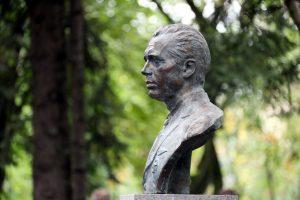 В Авиагородке открыли памятник герою-бортмеханику Грязнову