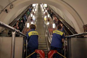 В метро рассказали о «стоящих» эскалаторах