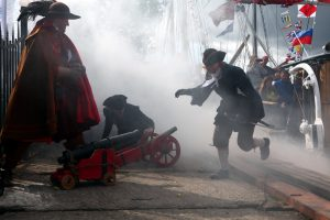 «Ахтунг, пиратен»: в Ораниенбауме открылся Морской фестиваль