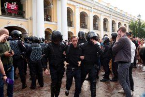 В Петербурге задержали более 80 человек, в Москве – 136