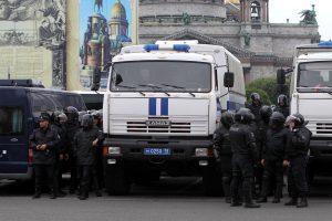 СМИ: участников одиночных пикетов на Исаакиевской площади задержали