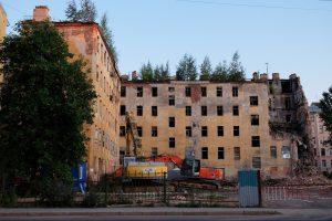 В Петербурге начали демонтаж лицевого корпуса дома Крутикова