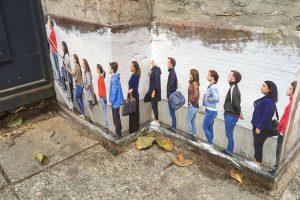 В Генконсульстве Финляндии осудили граффити-очередь