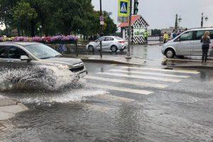 Очевидцы: Центр Петербурга больше всего пострадал от ливня
