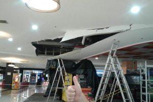 Очевидцы: в БЦ «Сити-Центр» потолок обрушился на девушку