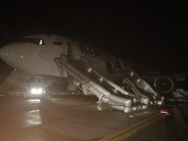 В Барнауле совершил жёсткую посадку самолёт, пострадали люди