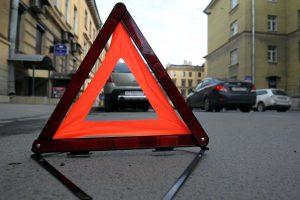 На тротуаре в Петербурге сбили двух пешеходов