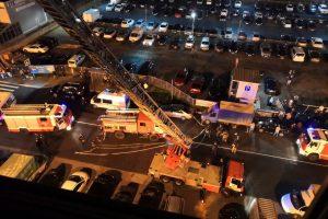 Из полыхающего дома в Кудрово спасатели эвакуировали более 100 человек