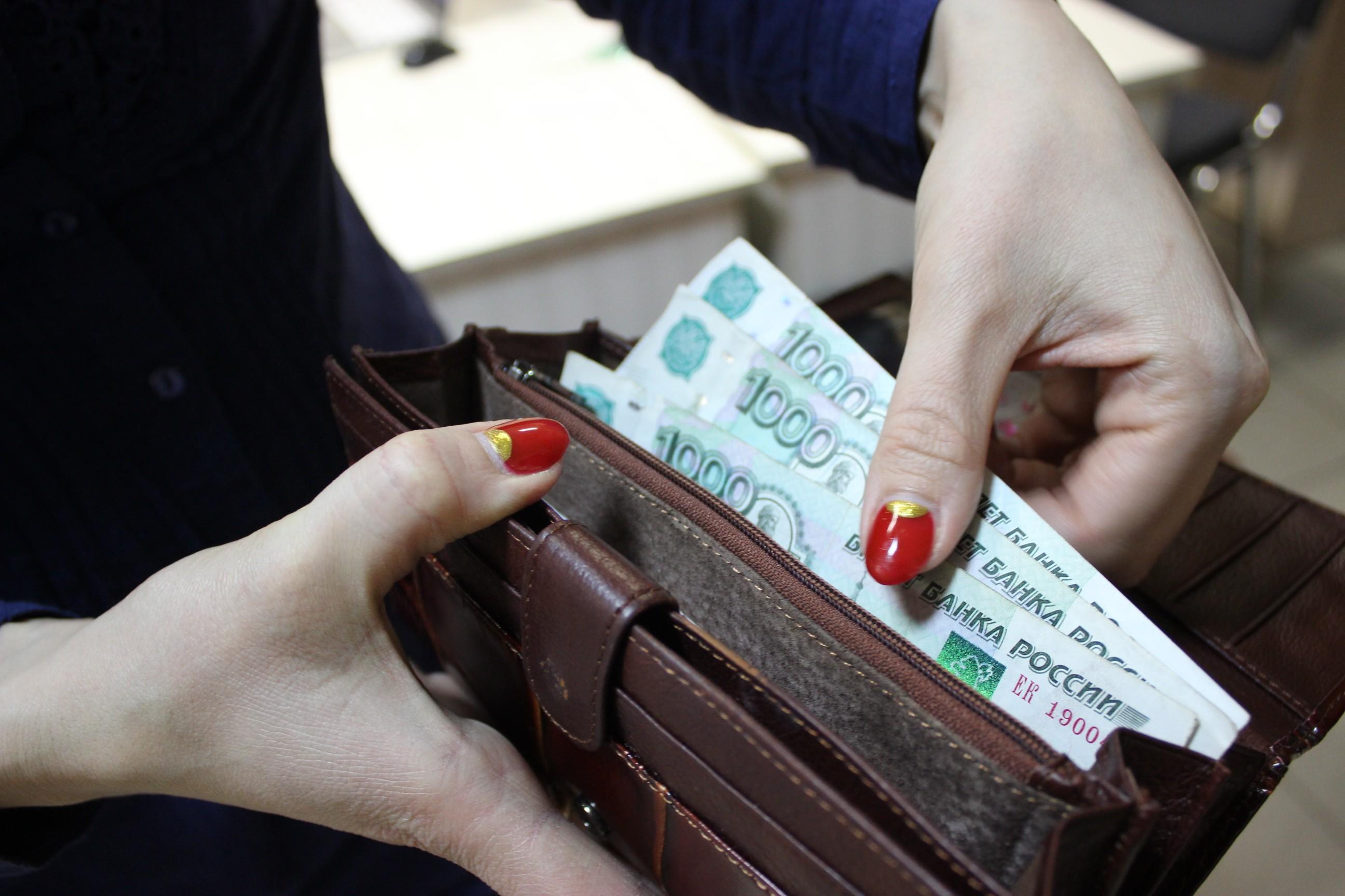 С 1 октября в России повысят зарплату. Кто станет получать больше?