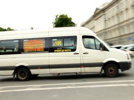 На проспекте Ветеранов столкнулись две маршрутки