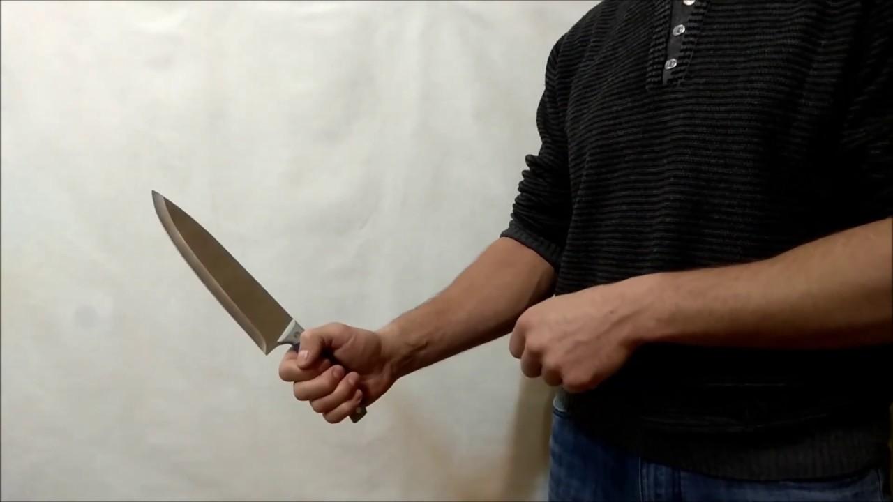 Мужчину ударили ножом в живот за просьбу вести себя тише