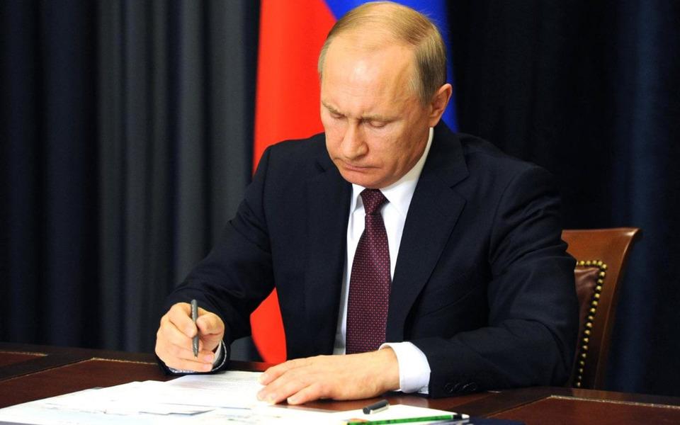 Путин подписал закон осокращенном рабочем днедляжительниц сельской местности