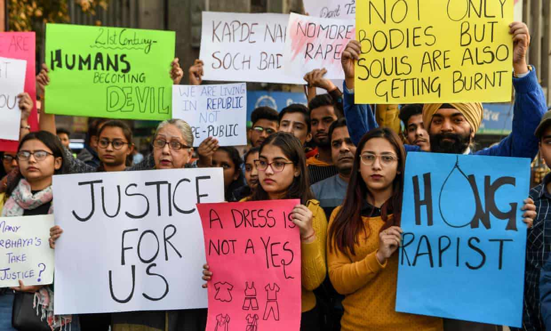Четверо жителей Индии изнасиловали и сожгли девушку. В стране начались протесты