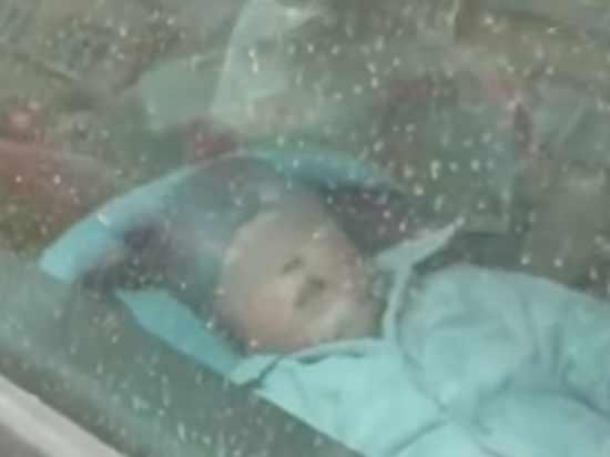 Нашли на шоссе: мать оставила грудничка в машине на морозе