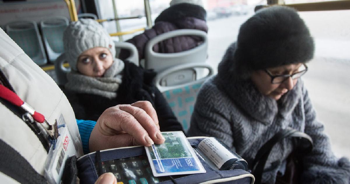 Водитель автобуса заставил 15-летнюю безбилетницу просить милостыню