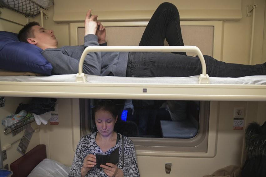 В РЖД разрешили пассажирам с верхних полок сидеть внизу