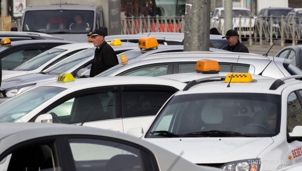 В Самаре таксист принял роды у пассажирки, стоя в пробке
