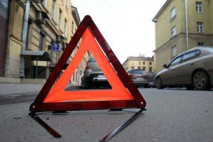 В центре Петербурга иномарка врезалась в остановку