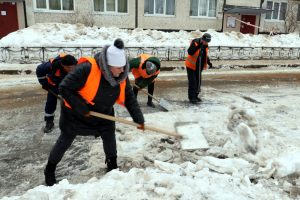 Для петербуржцев открыли «горячую линию» по вопросам уборки дворов от снега и наледи
