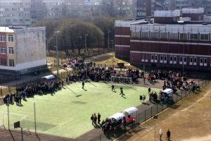 Очевидцы: В Петербурге эвакуировали три школы, причина — сообщение о минировании
